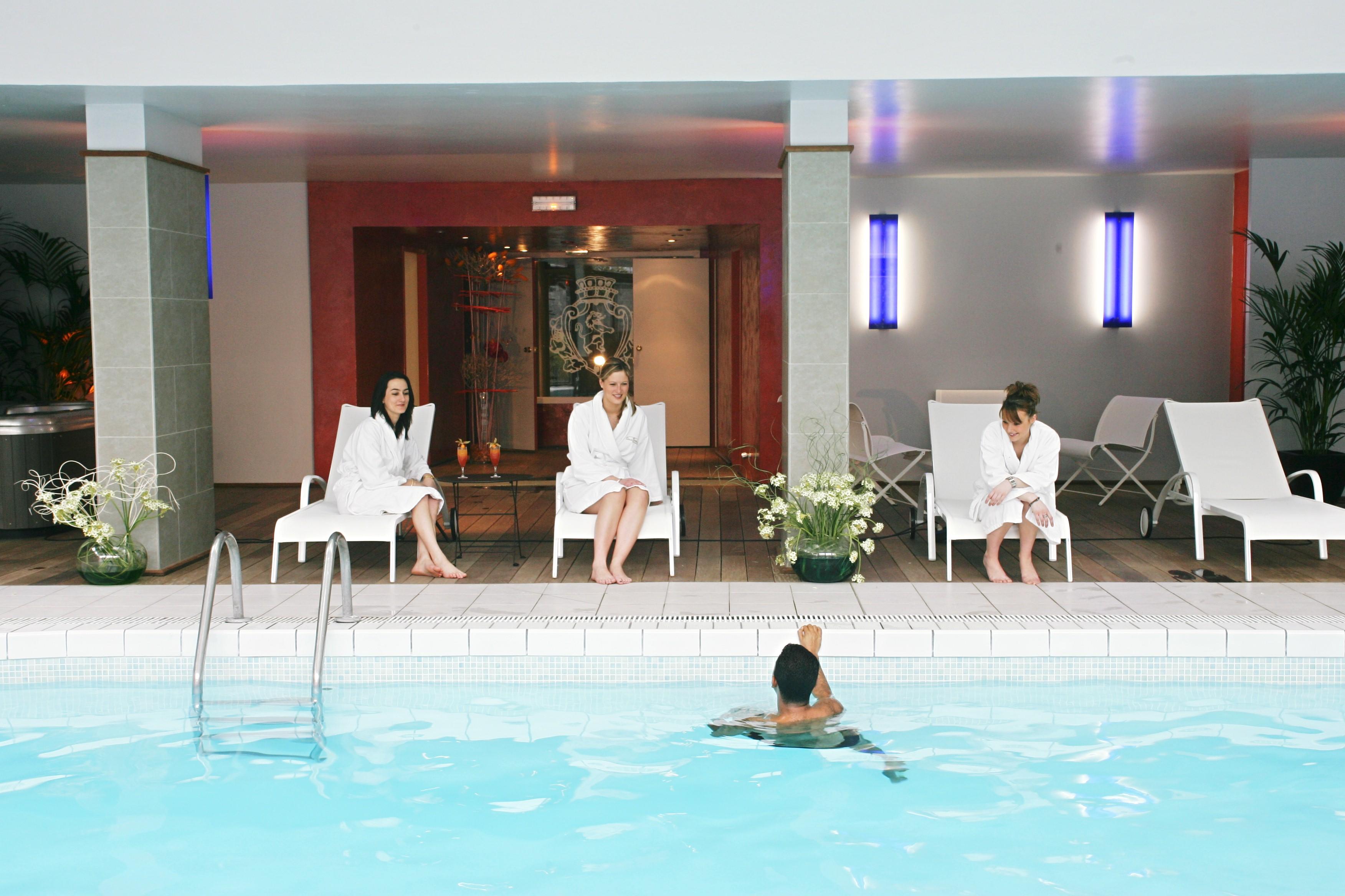 The ch teau de montvillargenne france for Places to swim in paris